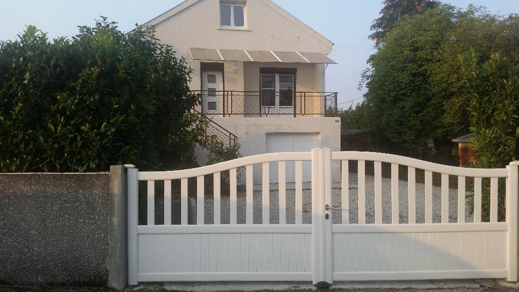 PRIX EN BAISSE,,, pour cette Belle Maison de 105 m² habitable avec Cour, Véranda, Piscine chauffée et sécurisée avec dépendance et Terrain clos et arboré de 830 m²