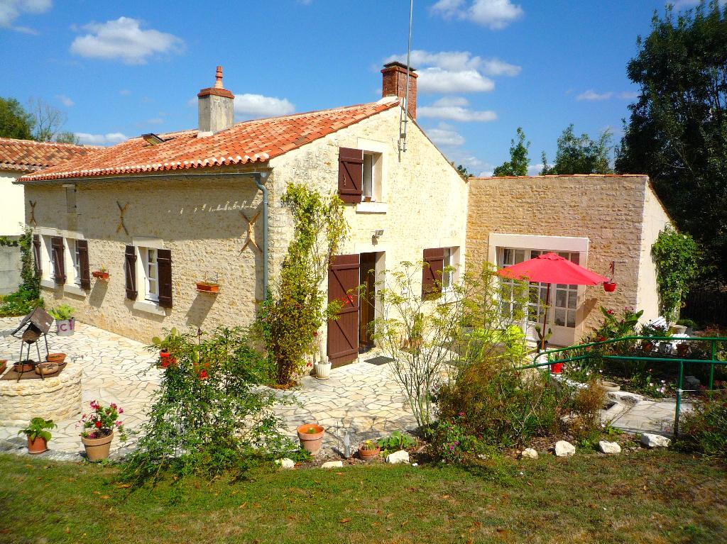 MAILLEZAIS 85420 Marais Poitevin - maison, 95 m2, 6 pièces, 4 chambres, double garage, terrain 1335 m2 donnant sur conche