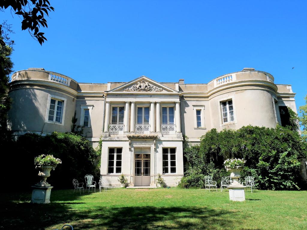 Château avec grande salle de réception