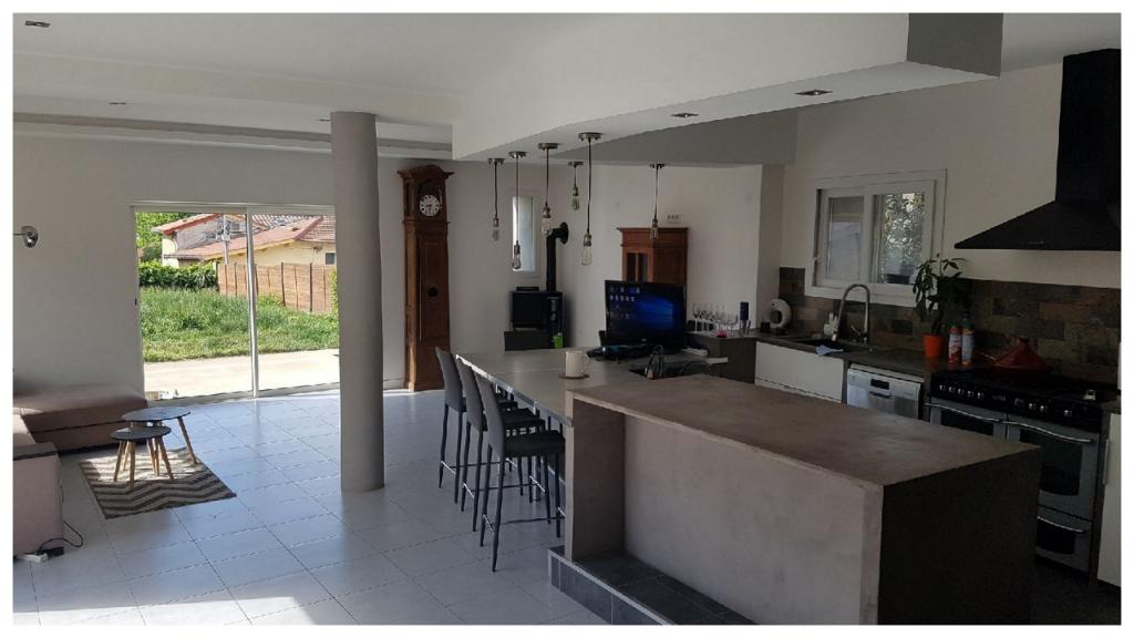 Maison rénovée avec 4 chambres à Genay proche de Lyon