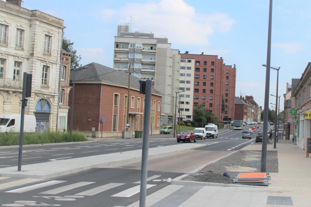 Immeuble  2 locaux commerciaux  et plusieurs appartements  520000 e