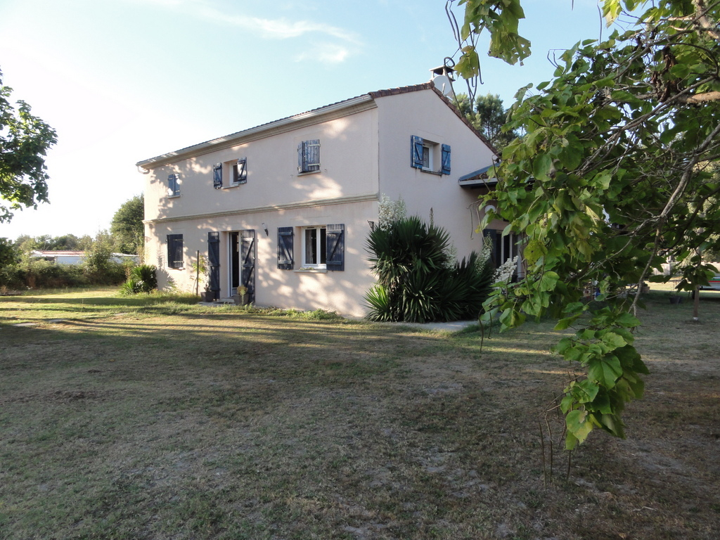 Maison Familiale à Sore de 188 m² habitable sur 4000 m² de terrain