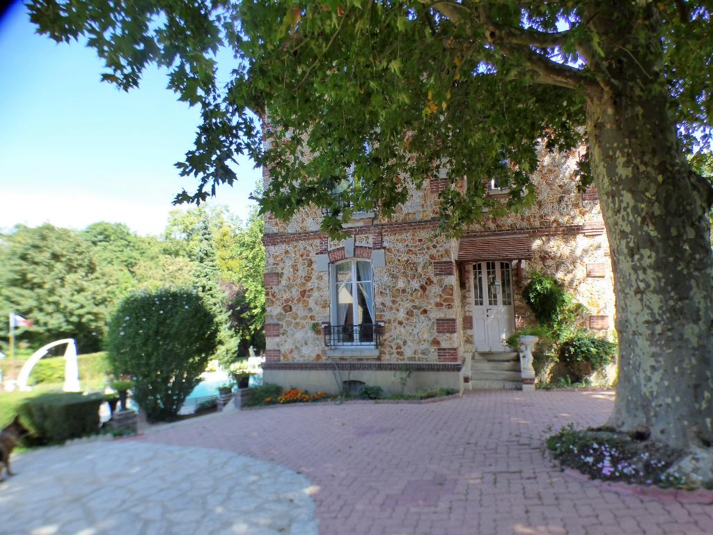 SOREL MOUSSEL 28260 Maison individuelle bourgeoise - 2 étages - 6 chambres - Garages - Piscine chauffée - Terrain - 447 000  HAI
