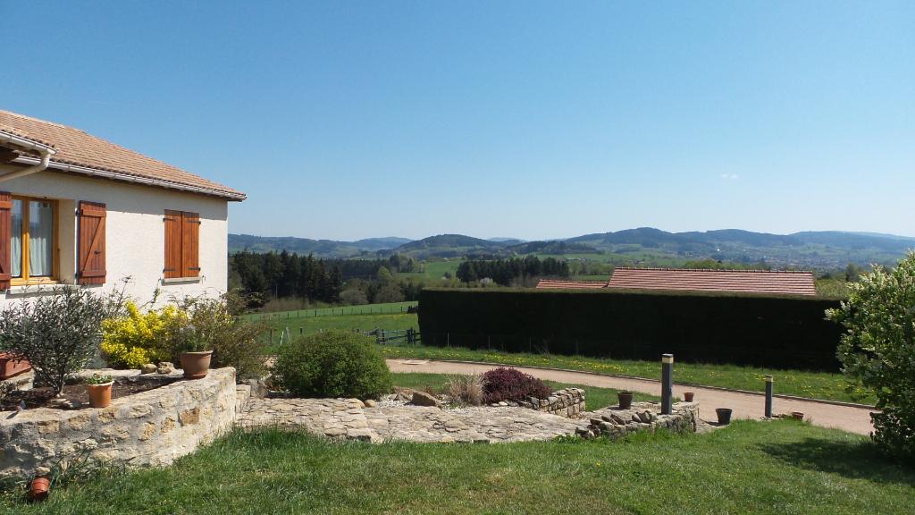 Position dominante et vue panoramique pour cette grande maison