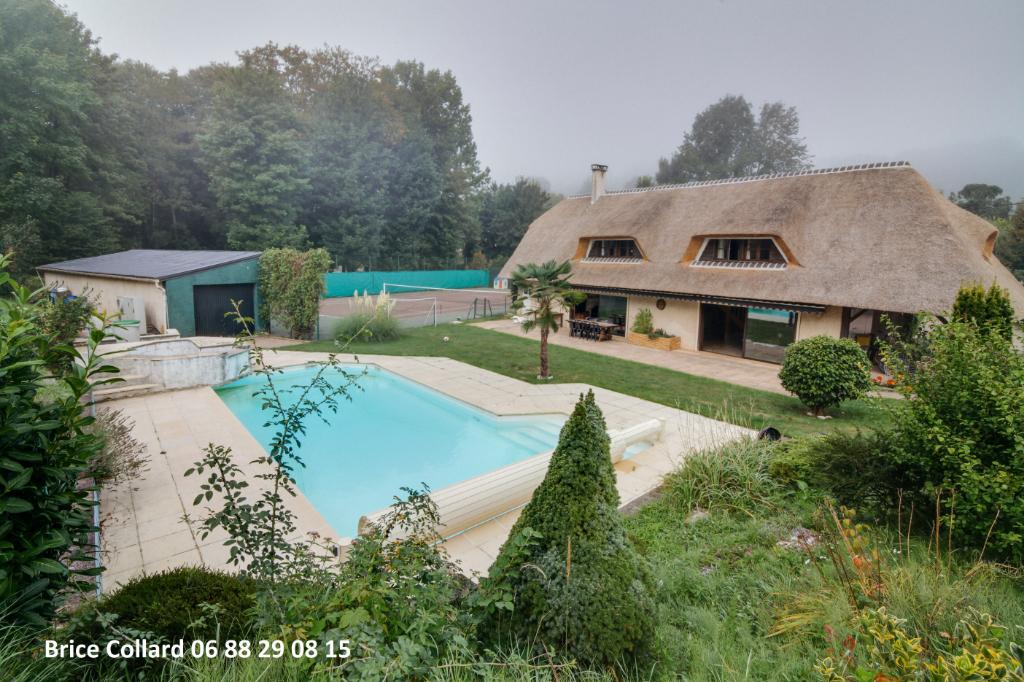 60660 CIRES LES MELLO Chaumière avec piscine