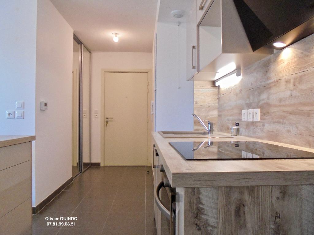 Appartement 3 pièces de 76 m2 avec 1 terrasse et 1 place de parking