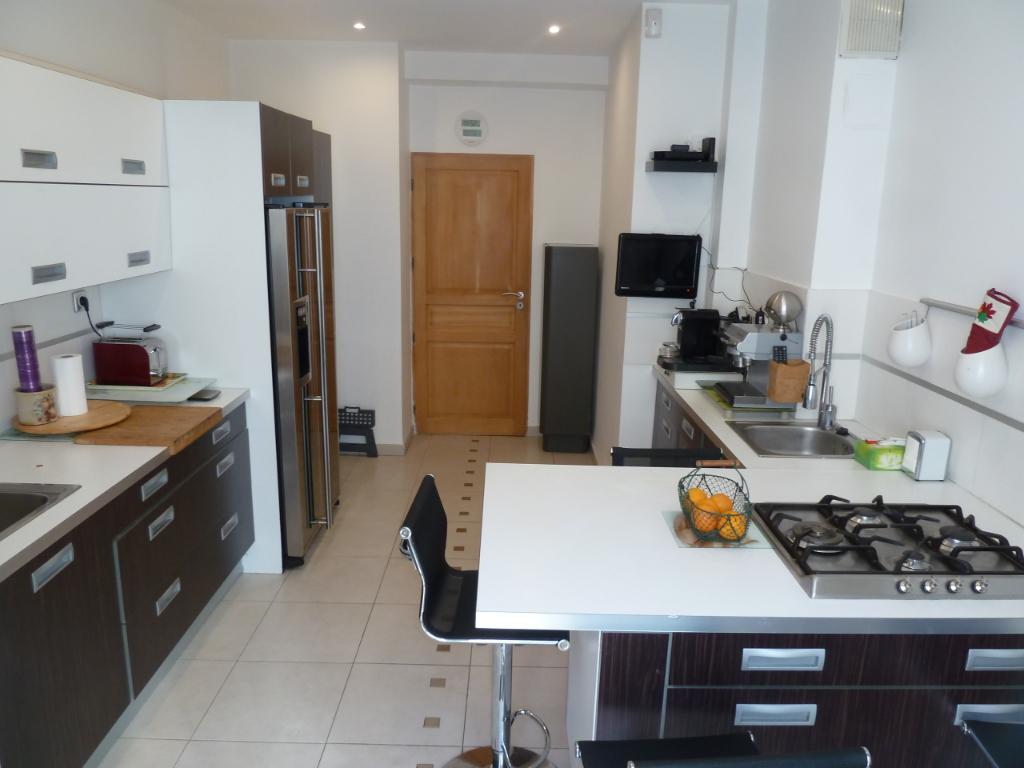 Marseille (13006) - CASTELLANE - PARADIS - Appartement T3 traversant  87 m2