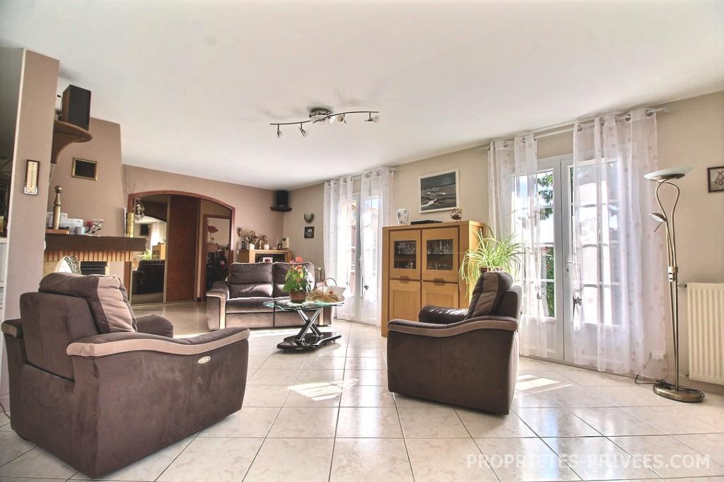 vente maison 170 m la rochelle 17000. Black Bedroom Furniture Sets. Home Design Ideas