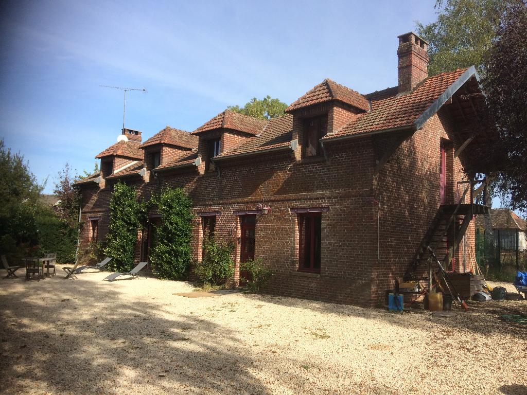 Proche Etrépagny, très Belle Propriété, Maison de 240 m² +Longère 210 m² sur  6335 m²