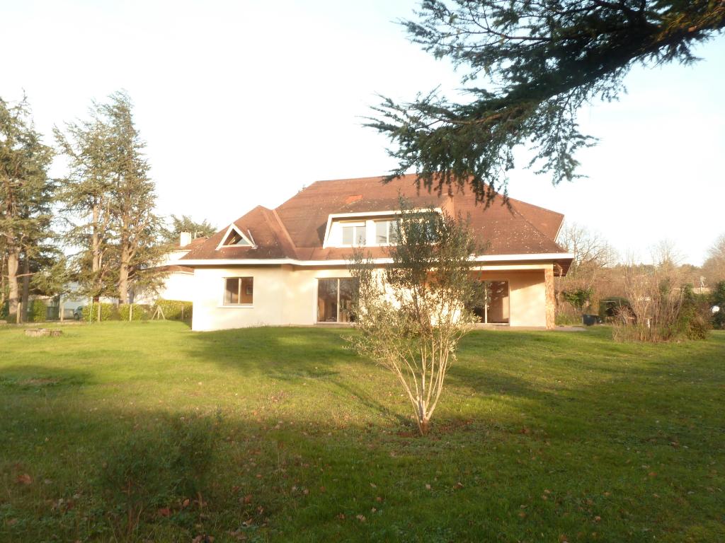 A vendre à Castres 81100  villa d'architecte 260 m2  garage et jardin