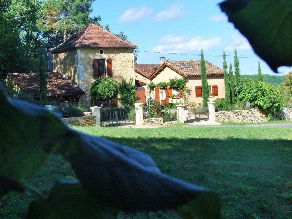 Propriété en pierre avec sa maison d'hôtes 180 m² et sa piscine