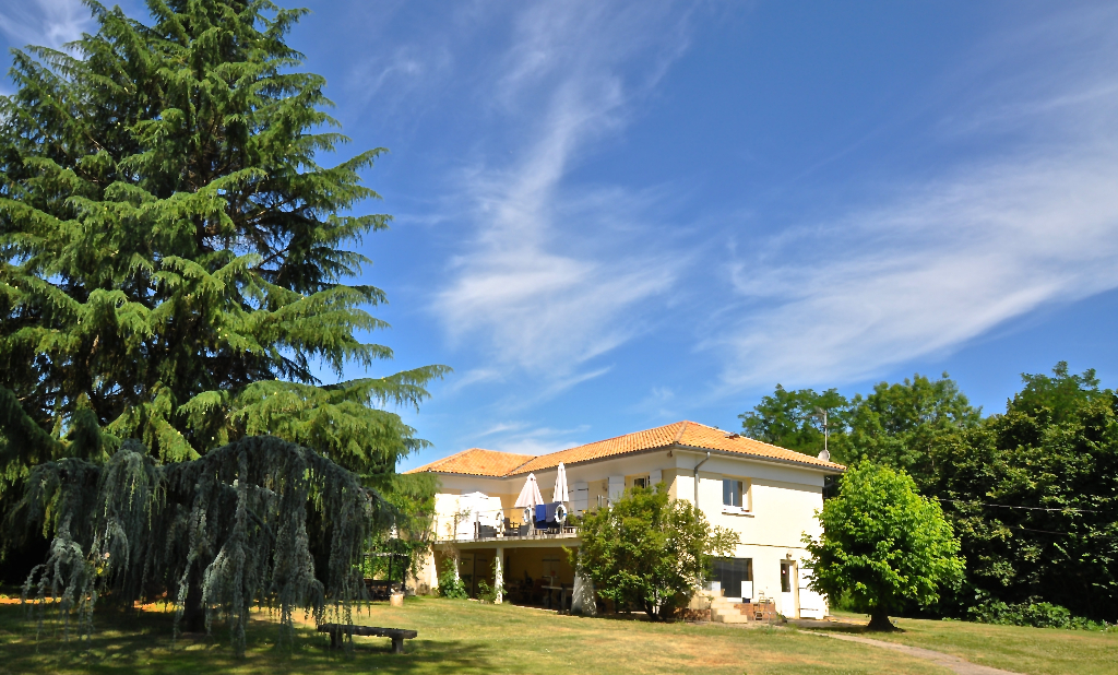 33126 FRONSAC, MAISON, LOCAL D'ACTIVITE - 415 960 EUROS HAI TTC