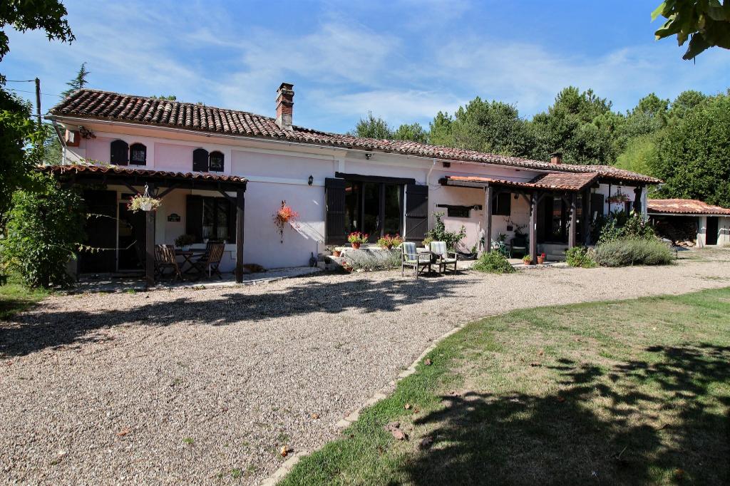 Maison  7 pièce(s) 185 m2 - 3 ch, 2 sdb, piscine,4918m² de terrain