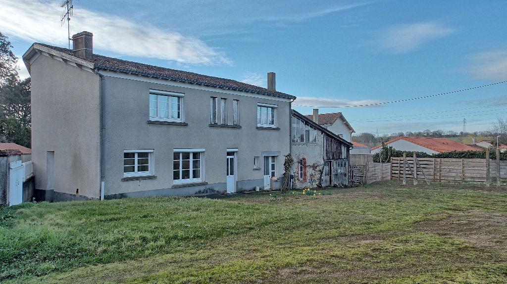 Maison - 9 pièce(s) - 150 m2 et atelier 130 m²