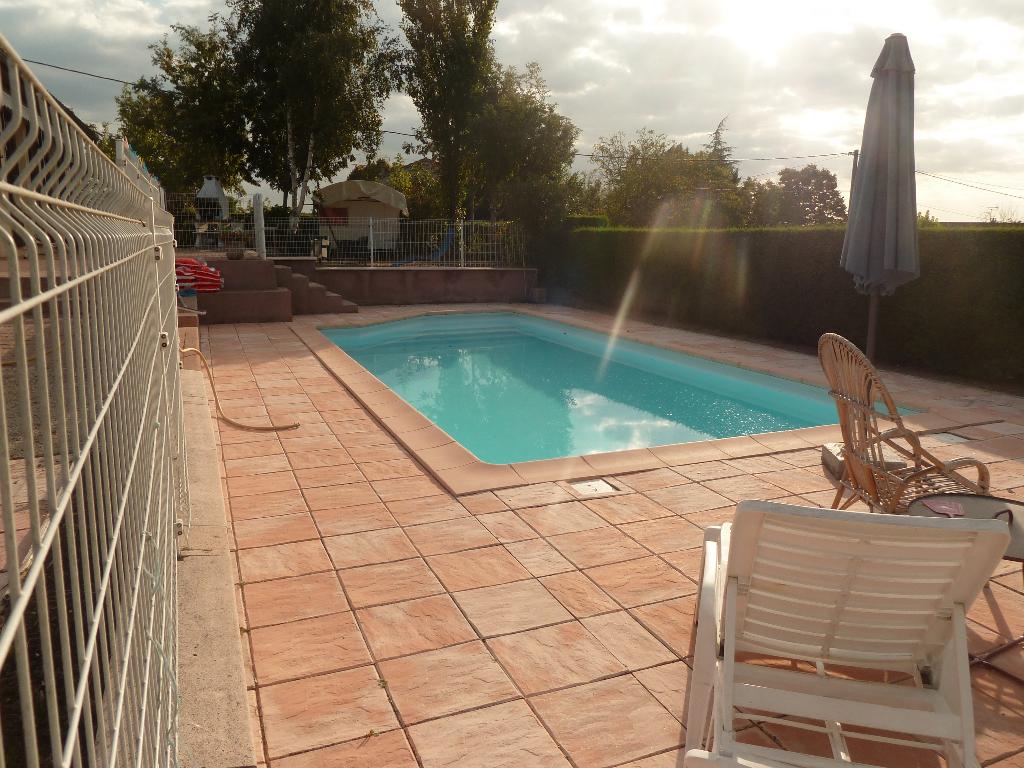 A vendre à Castres 81100 villa 4 chambres, garage, jardin et piscine