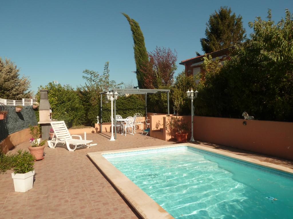 A vendre proche de Castres 81100 villa T6 , sous-sol total et piscine