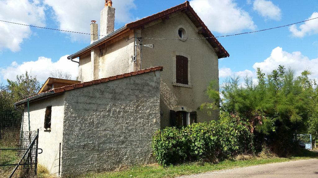 Propriété d'Agrément de 8495 m² de Terrain avec sa Maison de Garde Barrière de 116 m² habitable et  à Rénover