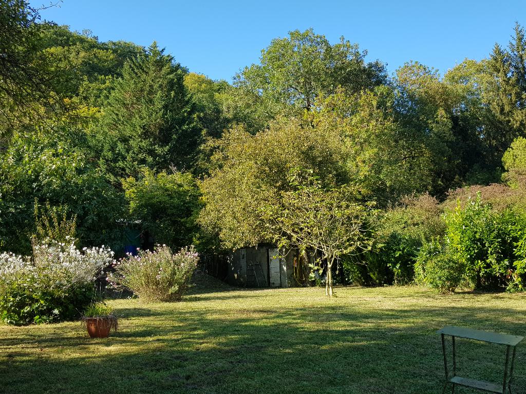 Les Andelys  proche - Terrain de loisir avec chalet de 31 m2 sur bras de Seine : 59.990