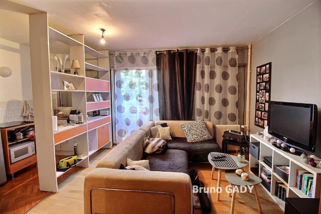 Appartement T2 avec local vélo, cave et parking privé