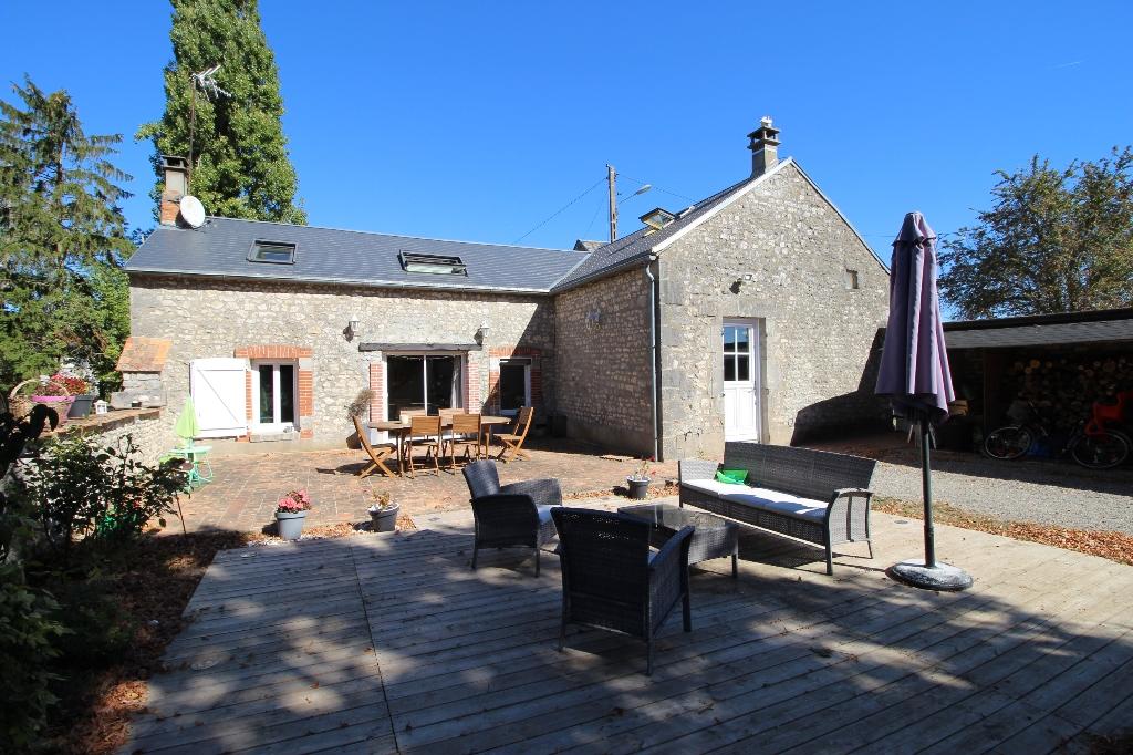 Maison en pierres  5 pièces 150 m2, terrain de 1240 m²