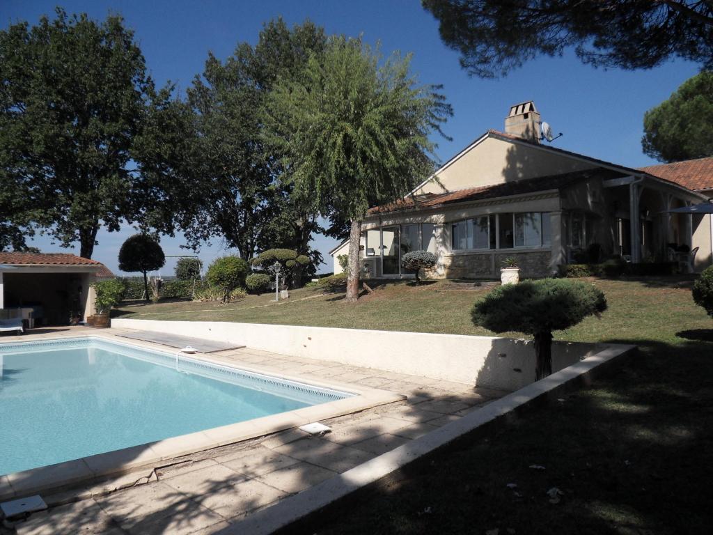 Dordogne Maison Bergerac 7 pièce(s) 165 m2 et 3280 m² de terrain