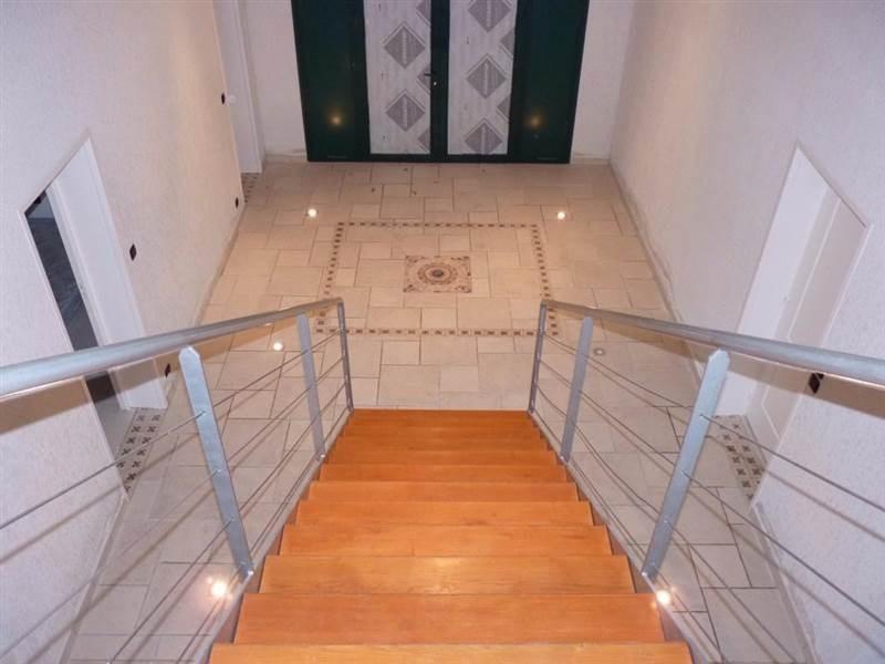 Maison 8 pièces 370 m2 avec piscine hangar et appartement