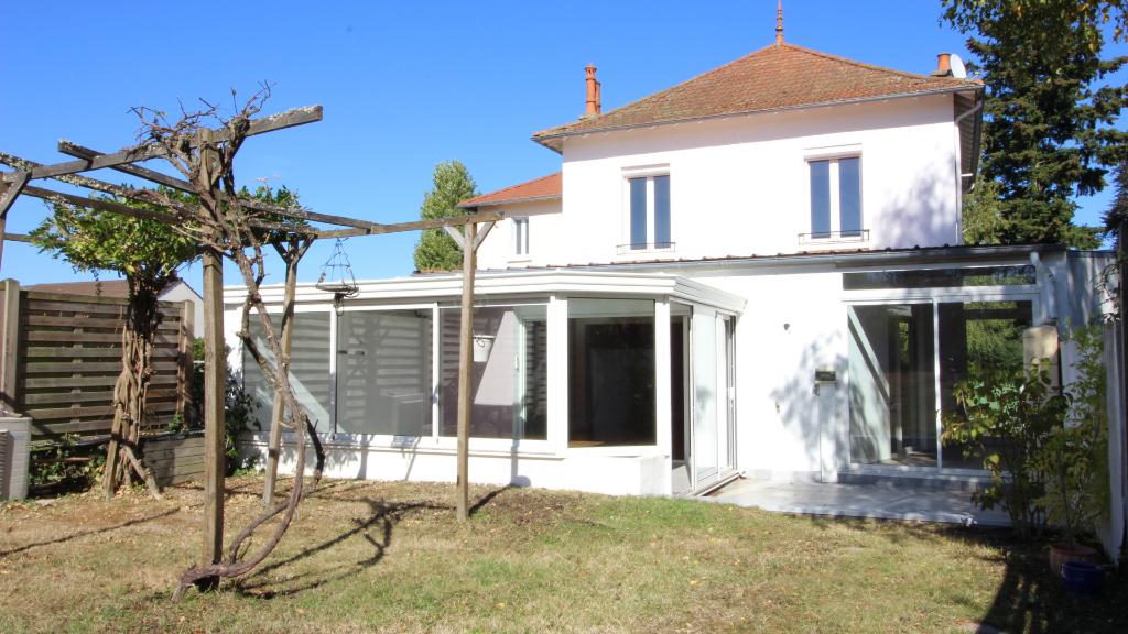 Maison Bellerive Sur Allier 4 pièce(s) 155 m2