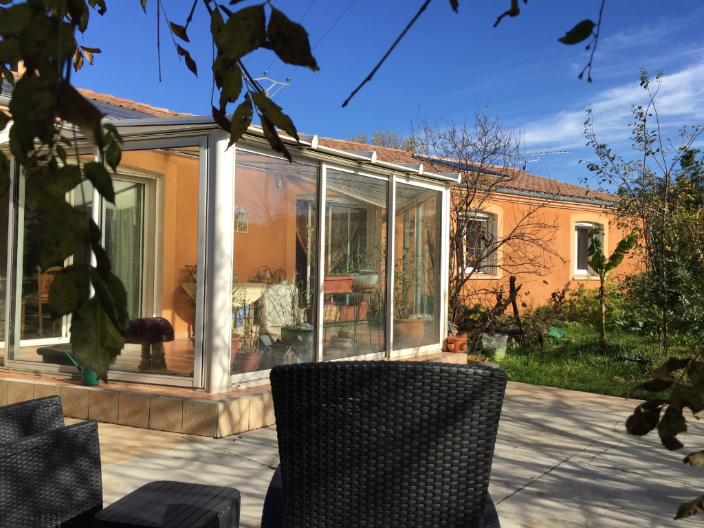 A vendre proche CASTRES  villa T5 plein pied, avec véranda  garage et jardin