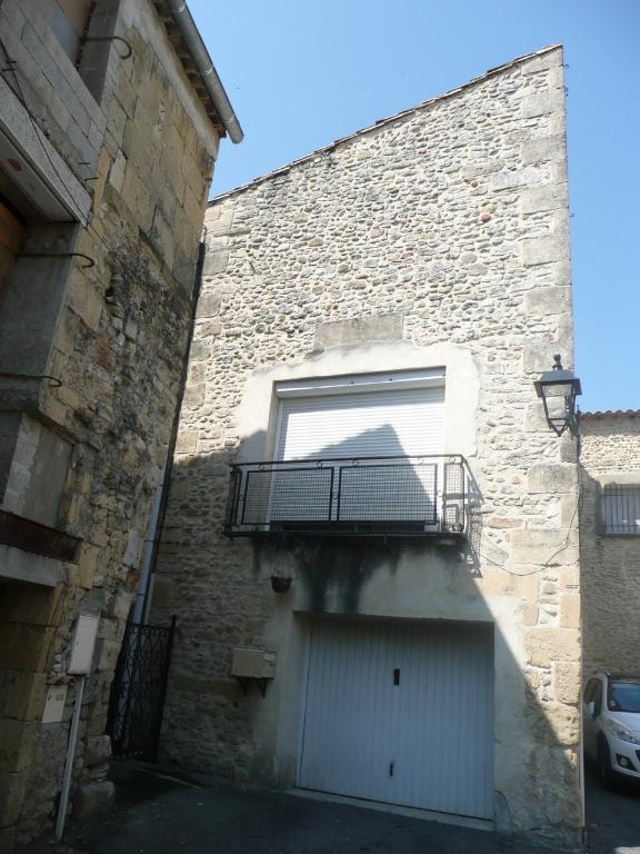 MAISON DE VILLAGE- 30840 -MEYNES - 4 pièces - 80 m2