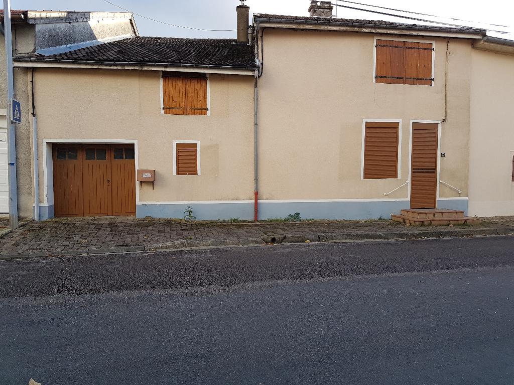 Maison de Village en Pierre de 165 m² à Rénover avec Terrasse carrelée, Cave, Garage et Terrain clos et arboré de 335 m²