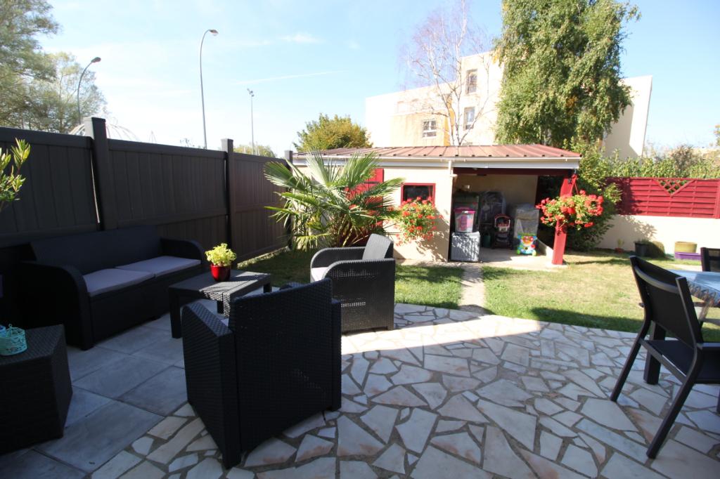vente maison 115 m le mans 72100. Black Bedroom Furniture Sets. Home Design Ideas