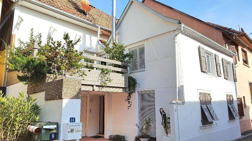 EXCLUSIVITE! Coup de coeur, maison de ville individuelle rénovée avec terrasse et parking