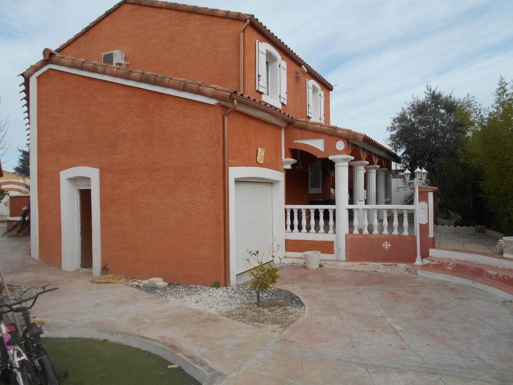 Tres belle villa avec panneaux photovolthaiques