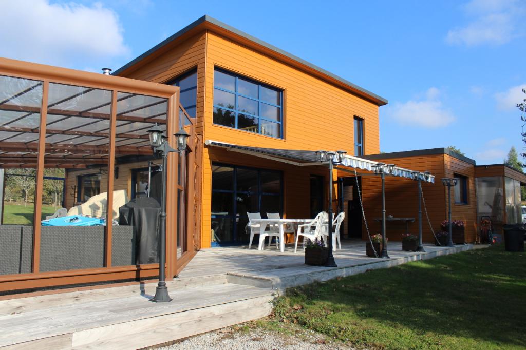 Maison avec piscine couverte à proximité de Pontivy