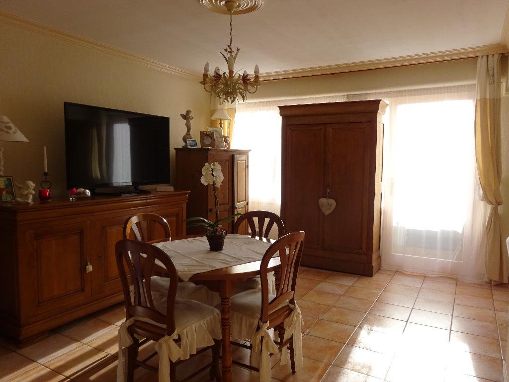 Appartement Evreux 4 pièce(s) 730 m2