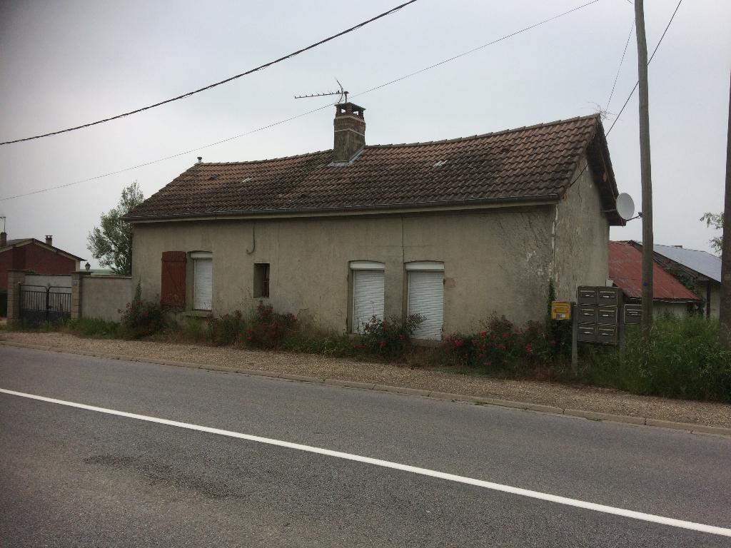 Proche Etrépagny, Maison à rénover sur 1000 m² de terrain constructible