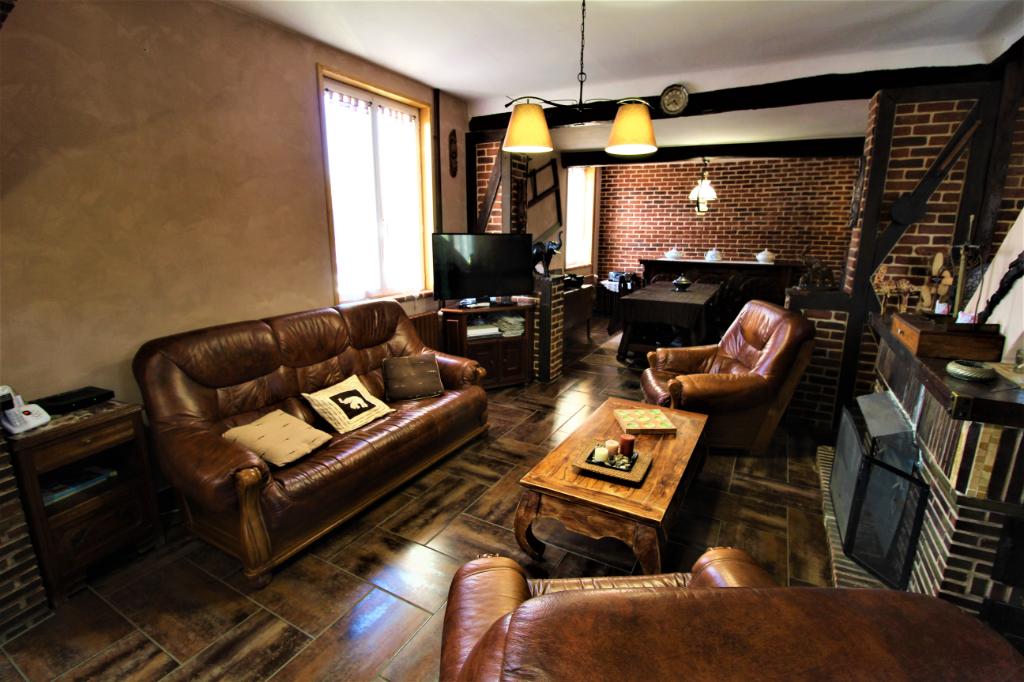 LONGERE de 140m², 2 Appartements de 36m², Boxs à chevaux sur 5041m² de terrain