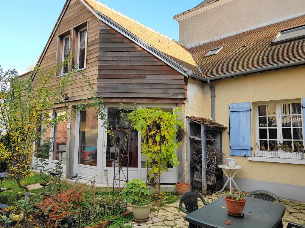 Maison Cléry-St-Andre 7 pièces 174 m2