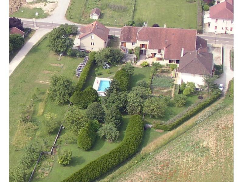 proche de Mouchard (39) grande maison rénovée sur terrain 18 ares