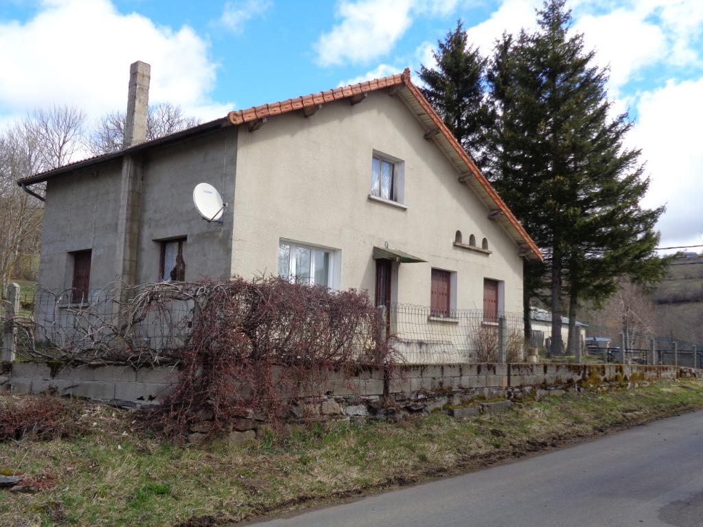 Freycenet La Cuche (43), maison 100 m2 habitables sur 1500 m2 de terrain