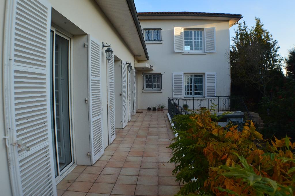 Maison Saint Georges De Didonne 10 pièce(s) 375 m2