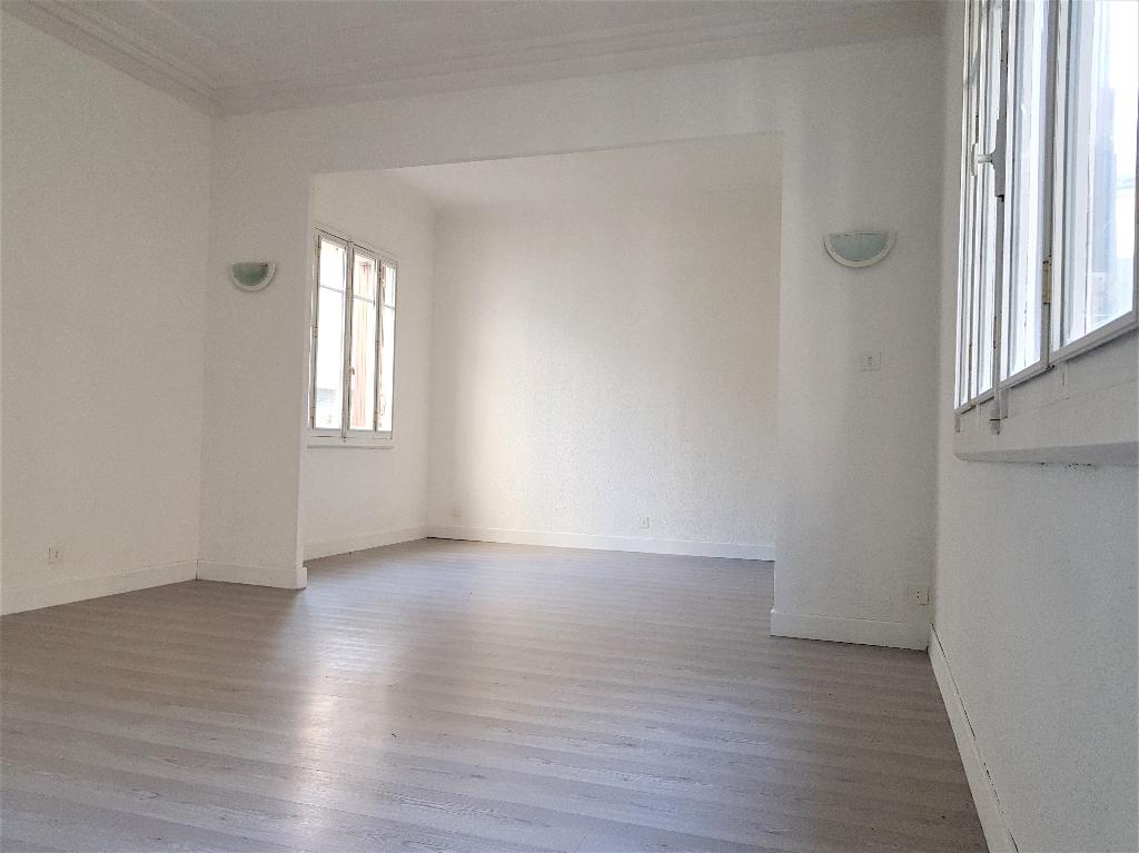 Maison centre Castelnaudary avec cour