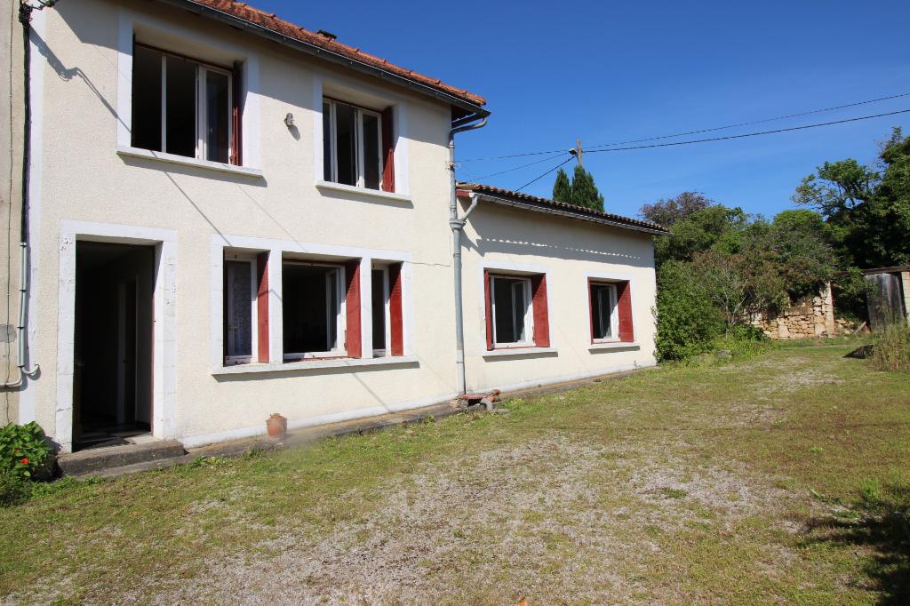 Maison individuelle à rénover - Pons - 140 m² + dépendances