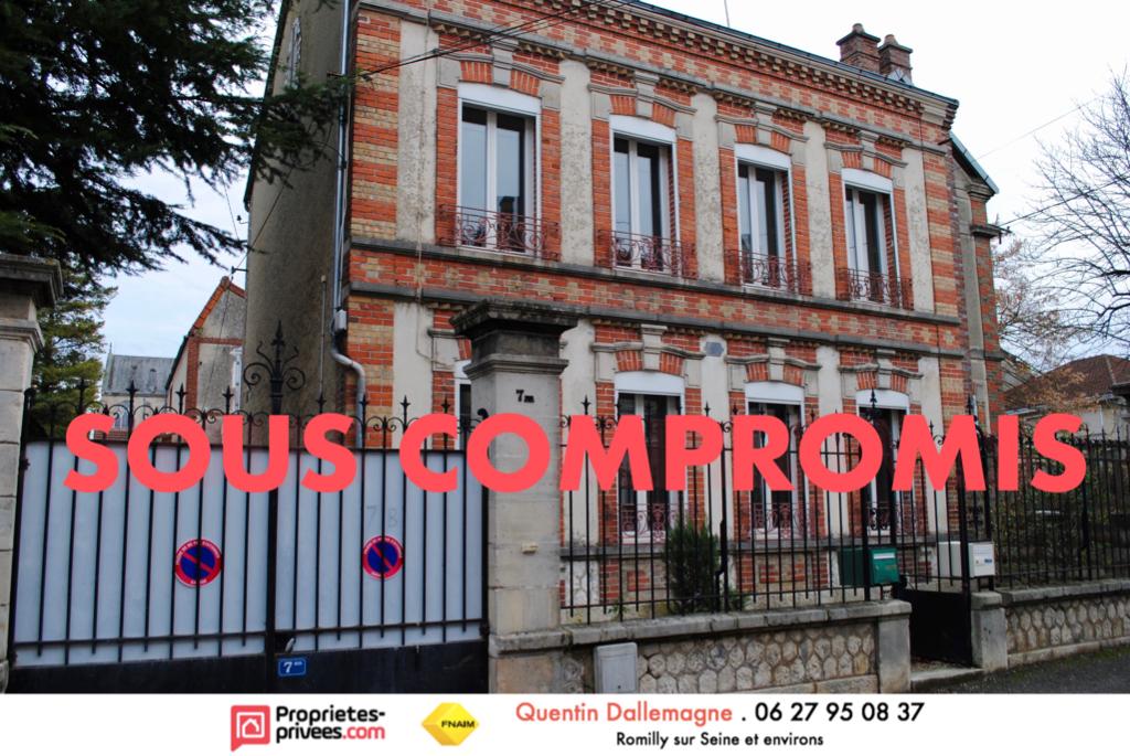 Maison bourgeoise 160 m2, parfait état, hyper centre de Romilly