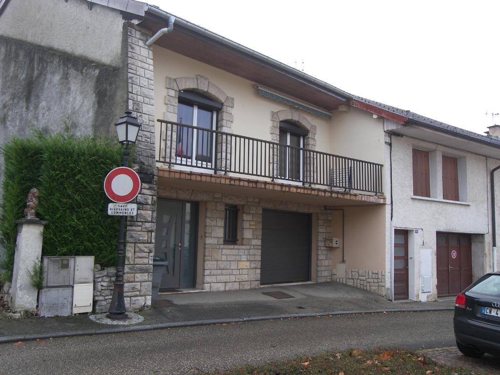 Grande maison rénové à Veyziat proche d'Oyonnax