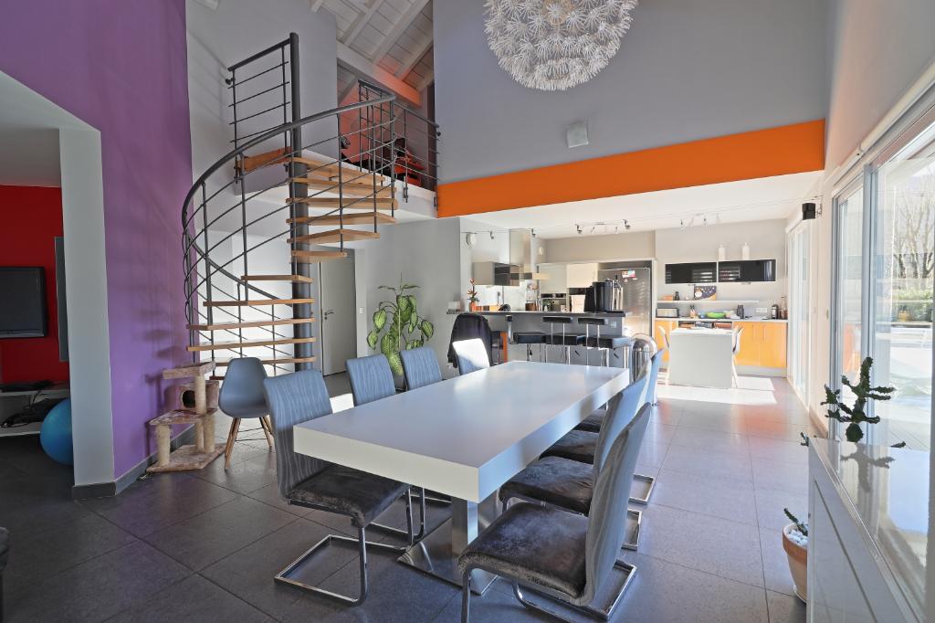 Maison d'architecte, 170 m², 4 chambres, LATHUILE (74210)