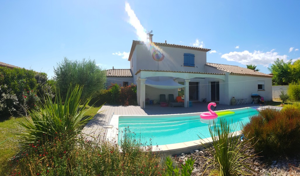 Jolie villa languedocienne avec piscine sur 1009m²