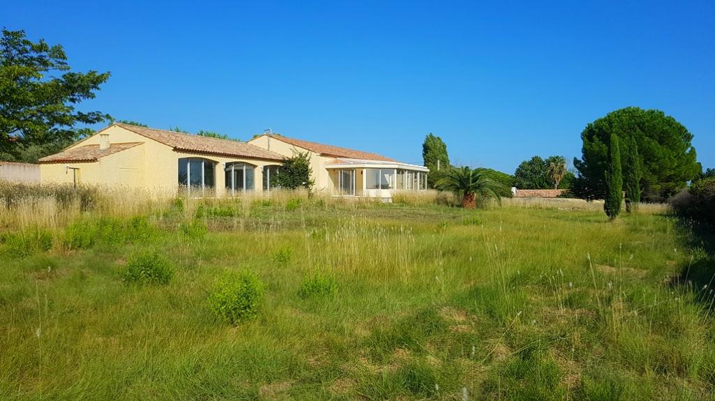 Villa de 174m²  avec piscine et dependance sur 4750m²