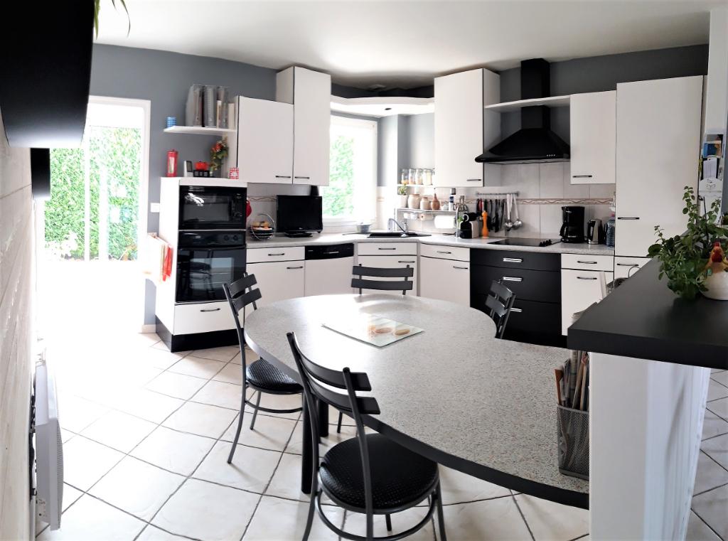 Maison LA CHAPELLE DU GENET  131 m² 4 Chambres