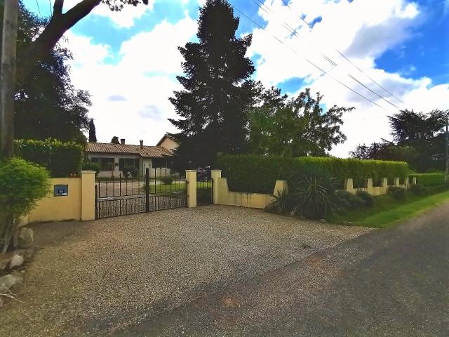 Charmante Maison d'environ 170 m2 sur terrain de 1800 m² avec piscine